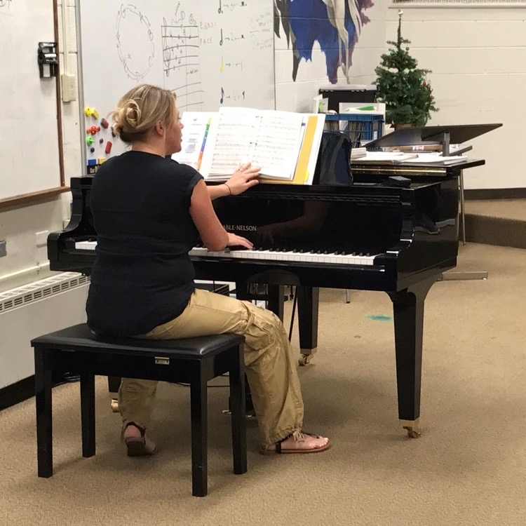 Mrs. Hannah Webster plays the piano while directing her choir students this week.