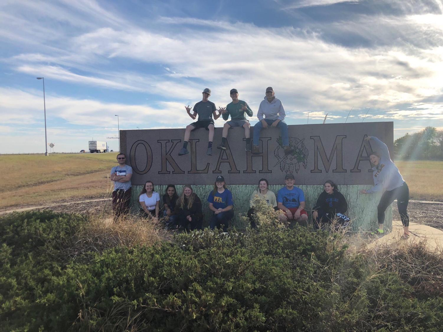 FFA officers pose for a picture at the great stateline of Oklahoma.