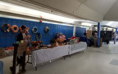 Booster Club hosts holiday craft fair at West